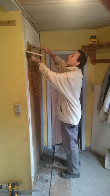"""Første etappe af """"projekt køkken"""" var flytningen af en dør."""
